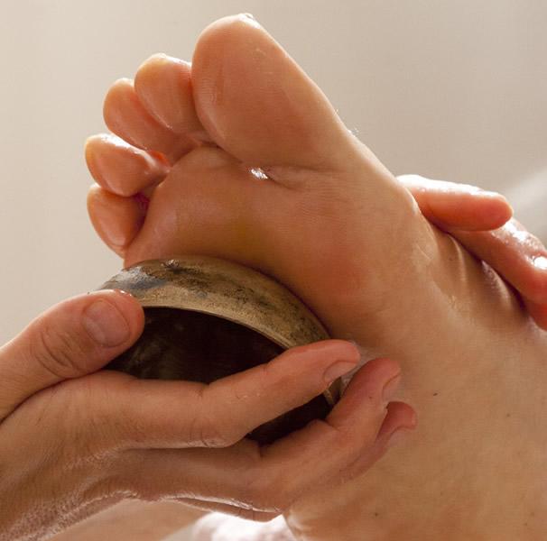 KANSU, El masaje con cuenco en los pies!